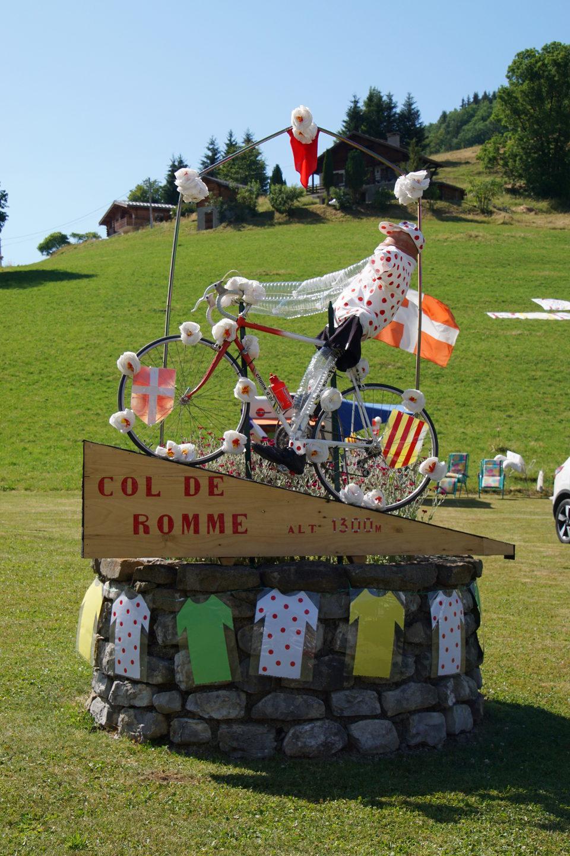 Dekoration am Col de Romme