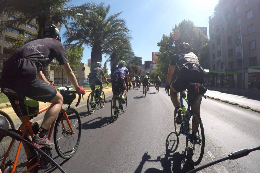 Die Gruppe auf der Alameda (Hauptverkehrsstraße in Santiago)