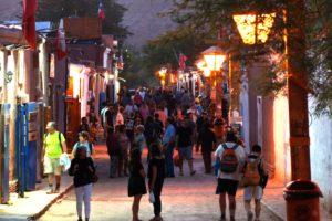 Touristen auf der Calle Caracoles, San Pedro